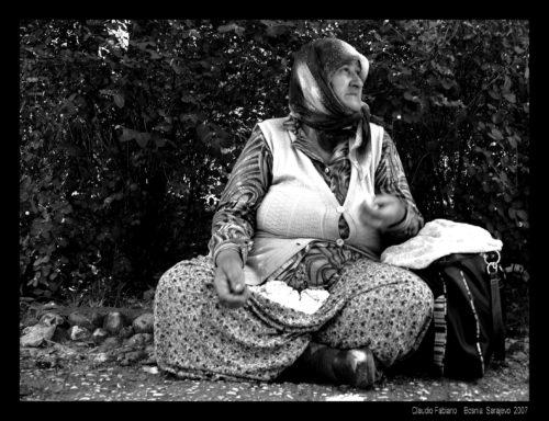 Anziana al parco