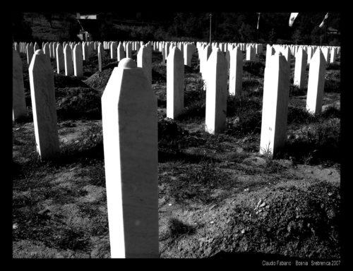 Srebrenica cimitero genocidio1